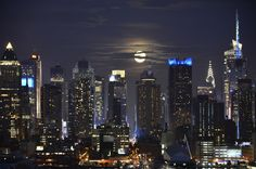 https://flic.kr/p/eZTz5F   When You Get Caught Between the Moon and New York City   Well, I was unable to photograph the Supermoon the first night as I was babysitting, but it was considerate enough to stick around for two nights!  What I REALLY wanted was to photograph the Supermoon rising over the NYC skyline.  Just so happened, I have a flickr contact friend (with whom I am also FB friends) who lives a few blocks away from THE best spot to photograph the skyline from.  (She can identify…