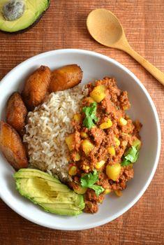 Canned Corned Beef Recipe, Corned Beef Stew, Hearty Beef Stew, Corned Beef Recipes, Cuban Recipes, Puerto Rican Dishes, Puerto Rican Cuisine, Puerto Rican Recipes, Comida Boricua