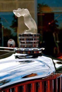detail — Duesenberg's Lalique Hood Ornament Art Deco, Art Nouveau, Vintage Cars, Antique Cars, Automobile, Car Hood Ornaments, Car Badges, Car Logos, Radiator Cap