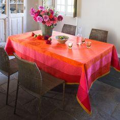 Nappe Parfums de Bagatelle Capucine, 100% coton #déco #artdelable #rouge #red #orange #floral #fleurs #nappe #tablecoth