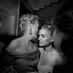 Natalie Portman sufriendo un éxtasis al tener tan cerca a Meryl.