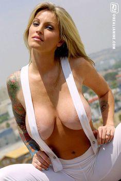 Janine Lindemulder Bikini 41