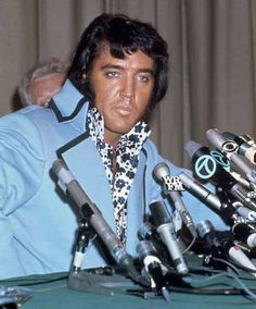 """Elvis - press conference held at the New York Hilton in 1972 for his upcoming """"Madison Square Garden"""" concerts."""