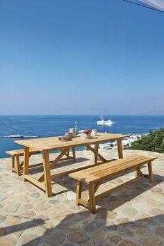 Une table en teck pour déjeuner dehors maison du monde
