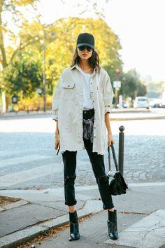 PEÇAS: jaqueta jeans _ mom jeans _ blusa _ boné PALETA: bege _ preto _ branco PALAVRA-CHAVE: cores