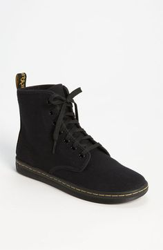 I've never been a fan of those big, chunky Doc Martens but these I LOVE. These I really really really want.