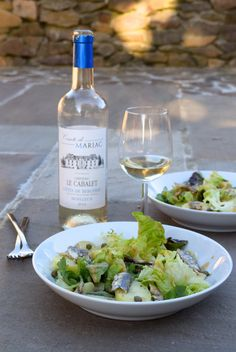Recipe: Anchovy, Caper & Potato Salad with French Vinaigrette French Potato Salad, French Potatoes, French Vinaigrette, Lettuce Leaves, Sliced Potatoes, How To Make Salad, Light Recipes, Summer Salads, Cooking Time