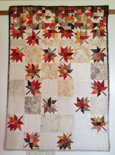 Falling Leaves - Patchworkmuster - HoMe Halloween Quilts, Fall Quilts, Scrappy Quilts, Quilting Projects, Quilting Designs, Quilt Modernen, Tree Quilt, Landscape Quilts, Traditional Quilts