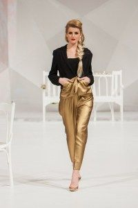 Fashion Show Catwalk image has a public domain license. You can use it for Free and without restrictions even for commercial use Fashion 2020, Love Fashion, Girl Fashion, Fashion Show, Fashion Outfits, Fashion Trends, Fashion Clothes, Fashion Kids, Top Mode