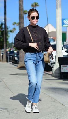 lucy hale street style To any internet trolls trying to shame girls for being anorexic: fuck off. That's the message Lucy Hale recently sent to one hater. Celebrity Casual Outfits, Preppy Outfits, Cute Casual Outfits, Girl Outfits, Fashion Outfits, Lucy Hale Style, Lucy Hale Outfits, Short Girl Fashion, Short Girl Style
