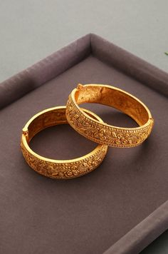 Gold Bangles Design, Gold Jewellery Design, Gold Jewelry, Gold Necklaces, Crystal Jewelry, Jewelry Art, Gold Earrings, Gold Plated Bangles, Bangle Set