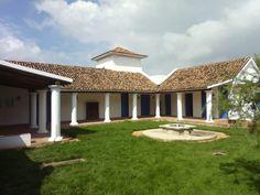 Patio,,, Casas Venezolanas...posee elementos de la arquitectuta colonial criolla,,,,Cabudare... áreas que pertenece a la Capilla Santa Bárbara