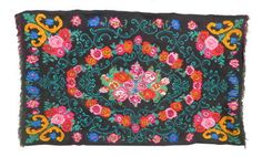VINTAGE MOLDAVIAN KILIM RUG with a floral pattern // THE Pastel (please see the video in the shops home page to get an idea of how theses kilim rugs will suit your home design)  Moldavian kilim rugs, wrongly called Bessarabian kilims rugs, are famous for their vivid flower patterns. Each village has its own patterns but styles can roughly be separated into northern and southern.The difference is in the rug's background pattern. The south style kilim rugs usually have a black background…