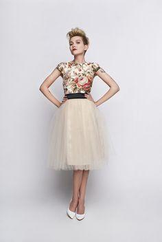 Mini sukienka z górą z bawełny angielskie kwiaty
