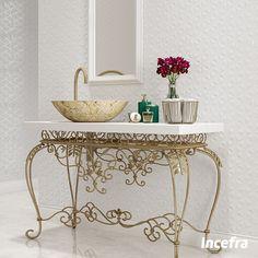 Os metais decorativos permitem aos ambientes uma sofisticação ímpar, cada vez mais eles estão presentes nas bases estruturais de sofás, cadeiras e mesas. Neste lavabo, o revestimento neutro ganhou sofisticação e requinte com a utilização dos itens decorativos cobreados. Ref. HDM36610R | 35x70cm | Brilhante #GrupoFragnani #Incefra #ceramica #relevo #inspiracao #decoracao #decore #parede #textura #revestimentos #revestimentoceramico