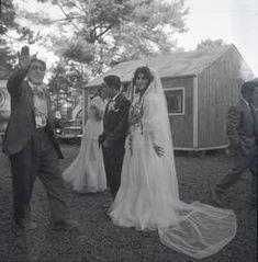 Nygift romskt par vid bröllop, november 1958 i Nyköping. Äldre romsk man välsignar paret. I bakgrunden syns uppställda vagnar, baracker och bilar i lägret. Svenska romer har historiskt tvingats bo i läger, ofta i samhällets utkant, då man har förvägrats fast bostad och fördrivits. Toleransen för romer har historiskt varierat mycket mellan olika samhällen, men romers närvaro har sällan setts som något positivt. Efter att de svenska romerna i Sverige erkändes som medborgare år 1952 uppstod ... Namaste, November, Wedding Dresses, November Born, Bride Dresses, Bridal Gowns, Weeding Dresses, Wedding Dressses, Bridal Dresses