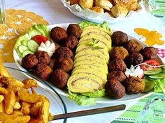 Juditka konyhája: TOJÁSTEKERCS Creative Food, Bacon, Food And Drink, Cooking Recipes, Beef, Chicken, Healthy, Ethnic Recipes, Birthday