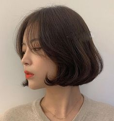 Korean Short Hair Bob, Ulzzang Short Hair, Medium Short Hair, Short Hair With Bangs, Girl Short Hair, Short Hair Cuts, Medium Hair Styles, Curly Hair Styles, Hair Style Korea