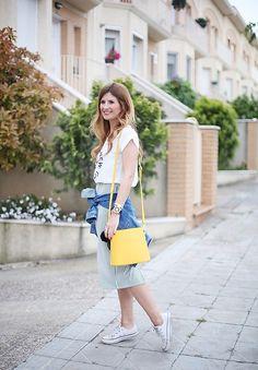 Get this look: http://lb.nu/look/8229025  More looks by A TRENDY  LIFE: http://lb.nu/atrendylife  Items in this look:  Ties Heels Vestido, Ties Heels Bolso, Blanco Cazadora, Converse Zapatillas   #casual #grunge #minimal #lookconcierto #sneakers #bolsoamarillo #yellowbag #tiesheels #blanco