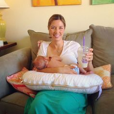 9 Tips for Breastfeeding a Newborn - Eating Made Easy great tips! Easy and to the point!