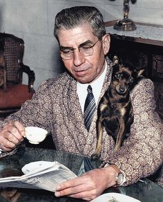 Lucky Luciano was the father of modern organized crime. This winner of the Castellammarese War and founder of the infamous Commission dressed impeccably till his dying day, even wearing luxe smoking jackets and ties during his exile in Naples. Real Gangster, Mafia Gangster, Gangster Party, Al Capone, Mafia Crime, Mafia Families, Most Stylish Men, American Crime, American History