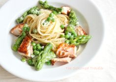 Creamy Pasta with Asparagus and Peas | 19 Delicious Dinners You Can Make With Salmon Fillets