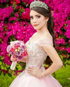 Persistent quinceanera party ideas Need more # Quinceanera poses Quinceanera Dress Stores, Pretty Quinceanera Dresses, Quinceanera Themes, Quince Dresses, 15 Dresses, Debut Photoshoot, Quinceanera Photography, Different Dresses, Sweet Fifteen