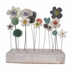 Ceramic Sculptures by Jane Muir ~ 'Garden Meadow' Ceramic Flowers, Clay Flowers, Clay Projects, Clay Crafts, Ceramic Clay, Ceramic Pottery, Concrete Crafts, Pottery Classes, Paperclay