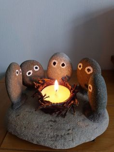 Craft ideas 379357968615070947 - Creative & Simple Campfire Rock Family Craft – Unique Balcony & Garden Decoration and Easy DIY Ideas Source by murielnottin Stone Crafts, Rock Crafts, Diy Home Crafts, Crafts For Kids, Arts And Crafts, Summer Crafts, Easy Crafts, Diy Para A Casa, Cactus Candles