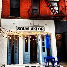 I was traversing Chinatown and looking for a new place to have breakfast, when I came across what looked like a fragment of a picturesque Mikonos' post card. Another lovely NYC contrast – check. New place – check. Terrific light breakfast for $10 – check. One more Greek Goodness – check.