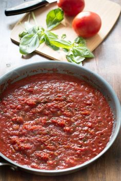 Here is a recipe for a Basic Tomato Sauce made with with onions, garlic, olive oil, tomatoes, bay leaves and seasonings. Basic Tomato Sauce Recipe, Homemade Tomato Sauce, Italian Recipes, Vegan Recipes, Cooking Recipes, Spegetti Sauce, Homemade Pickles, Vegan Sauces, International Recipes