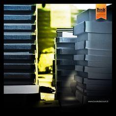 Una delle nostre elaborazioni preferite: la città di notte. Trovate l'intruso! ;) www.facebook.com/Bookdiscount