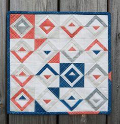 Luna Lovequilts - Mini paper pieced Log Cabin quilt