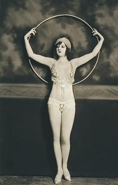 A Ziegfeld Follies dancer