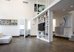 Bookshelf as room divider in a loft. Lofts, Interior Architecture, Interior And Exterior, Interior Design, Loft Spaces, Small Spaces, Open Spaces, Loft Design, House Design