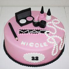 make up taart bestellen - Google zoeken Nail Polish Cake, Mac Cake, Fashionista Cake, 13 Birthday Cake, Best Cake Ever, Beautiful Cake Designs, Girly Cakes, Make Up Cake, Cakes For Women
