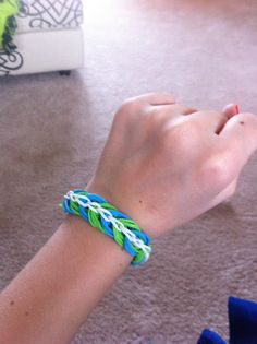 How to make a Rainbow Loom Rock Candy Ring Loom Band Bracelets, Rubber Band Bracelet, Rainbow Loom Bands, Rainbow Loom Bracelets, Rubber Band Crafts, Rubber Bands, Loom Bands Instructions, Fun Loom, Rainbow Loom Patterns