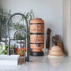 Ceramic Water Filter, Wood Crafts, Diy Crafts, Ceramics Projects, Posca, Kitchen Decor, Kitchen Design, Ceramic Design, My Flower