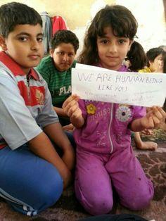 L'appello dei bimbi in fuga dalla Siria, le foto