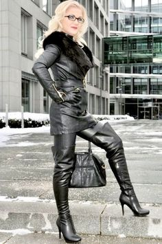 Switch straight I worship dominant Ladies and I love submissive girls Leather Jacket Outfits, Black Leather Dresses, Black Leather Gloves, Leather Pants, Thigh High Boots Heels, Crazy Outfits, Sexy Boots, Leather Fashion, Dominatrix