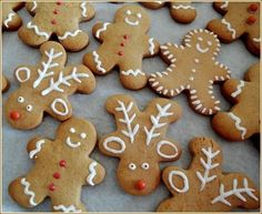 Gingerbread men - iza's kleine gebakje - Apocalypse Now And Then Christmas Snacks, Xmas Food, Christmas Cupcakes, Christmas Gingerbread, Christmas Cooking, Gingerbread Men, Christmas Biscuits, Biscuit Cookies, Holiday Cookies