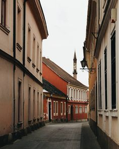 I have a thing for charming medieval streets! Who's with me?