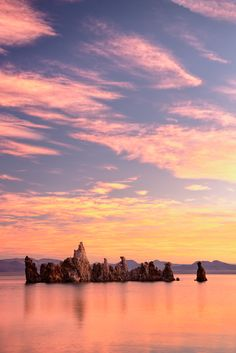 May 24, Morning glory over Mono Lake with the Tufa Towers, California, USA. We can stare at this picture forever. The tranquillity in the image rubs off on us as we gaze at the strange landscape. Sven Halling is the man behind this photo. Nat95517, www.johner.com.