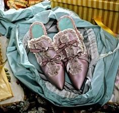Marie Antoinette's Gossip Guide to the 18th Century: Marie Antoinette's Shoes