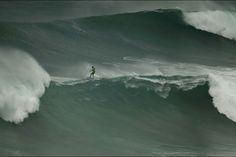 Vague géante - Nazaré contre surfeurs, le duel