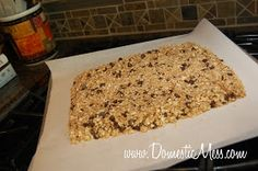 {Domestic Mess}: The BEST homemade granola bars ever!