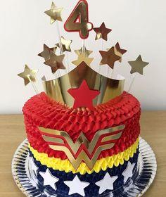 Wonder Woman Cake, Wonder Woman Birthday, Wonder Woman Party, Birthday Party Games, 6th Birthday Parties, Mom Birthday, Girl Superhero Party, 40 And Fabulous, Fiesta Party