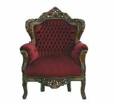 Barock fåtölj med mahogny färgad ram dekorerad med vinrött tyg.  Höjd: 120 cm Bredd: 84 cm Djup: 60 cm Sitshöjd: 50 cm 4 999:-