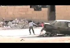 11-Nov-2014 12:42 - DEZE 'SYRISCHE JONGE HELD' GAAT HET INTERNET ROND. Syrië, een onbekende stad. Een jongen wordt beschoten. Hij valt neer, lijkt geraakt. Maar dan staat hij op, rent naar een meisje, en samen zoeken ze beschutting voor de kogels. Een filmpje van deze scene, waarin de jongen het meisje lijkt te redden door zijn slimme toneelspel, werd gisteren online gezet. En ging het internet rond: de video is inmiddels bijna 115.000 keer bekeken. Er klinkt veel lof voor de jongen, een...