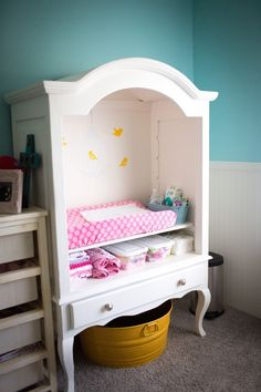 links to more pics of this nursery - like the little changing nook